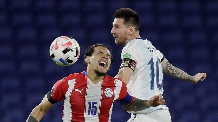 Wow! Lionel Messi Terbang Saat Lawan Paraguay