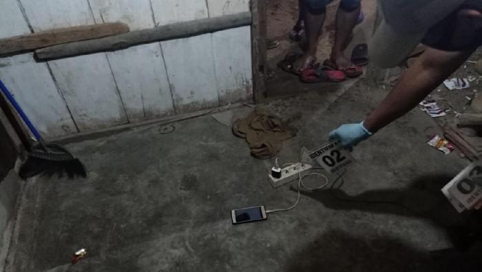remaja-tewas-tersambar-petir-saat-main-ponsel-yang-sedang-di-charge-grobogan-senin-24112020_169.jpeg