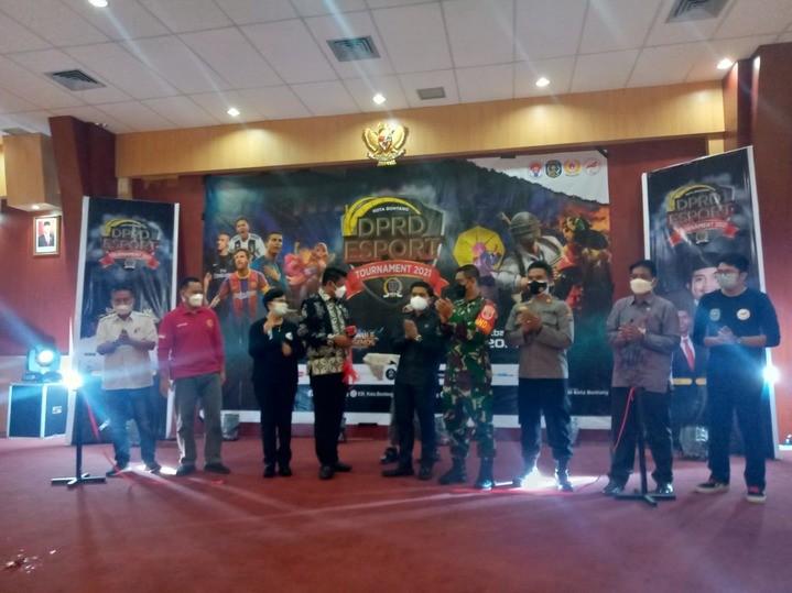 Pembukaan_event_Esport_DPRD_Bontang.jpg