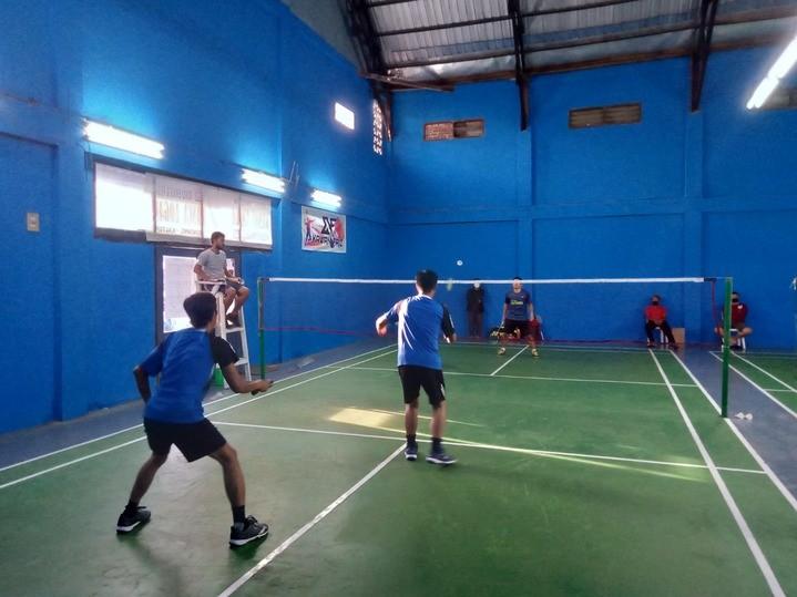 atlet_bulutangkis_di_turnamen_Mega_Sport_Bontang.jpg
