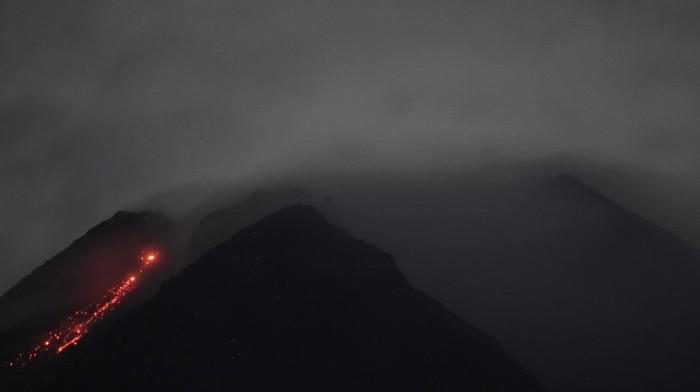 Selama 6 Jam, Gunung Merapi Muntahkan 14 Kali Lava Pijar